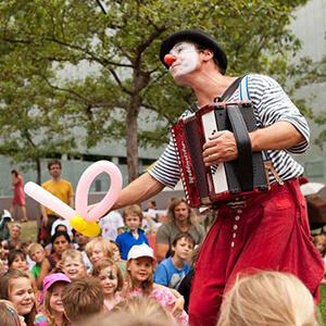 Kindertheater mit Luftballontieren vom Clown Herr Balzer aus Berlin