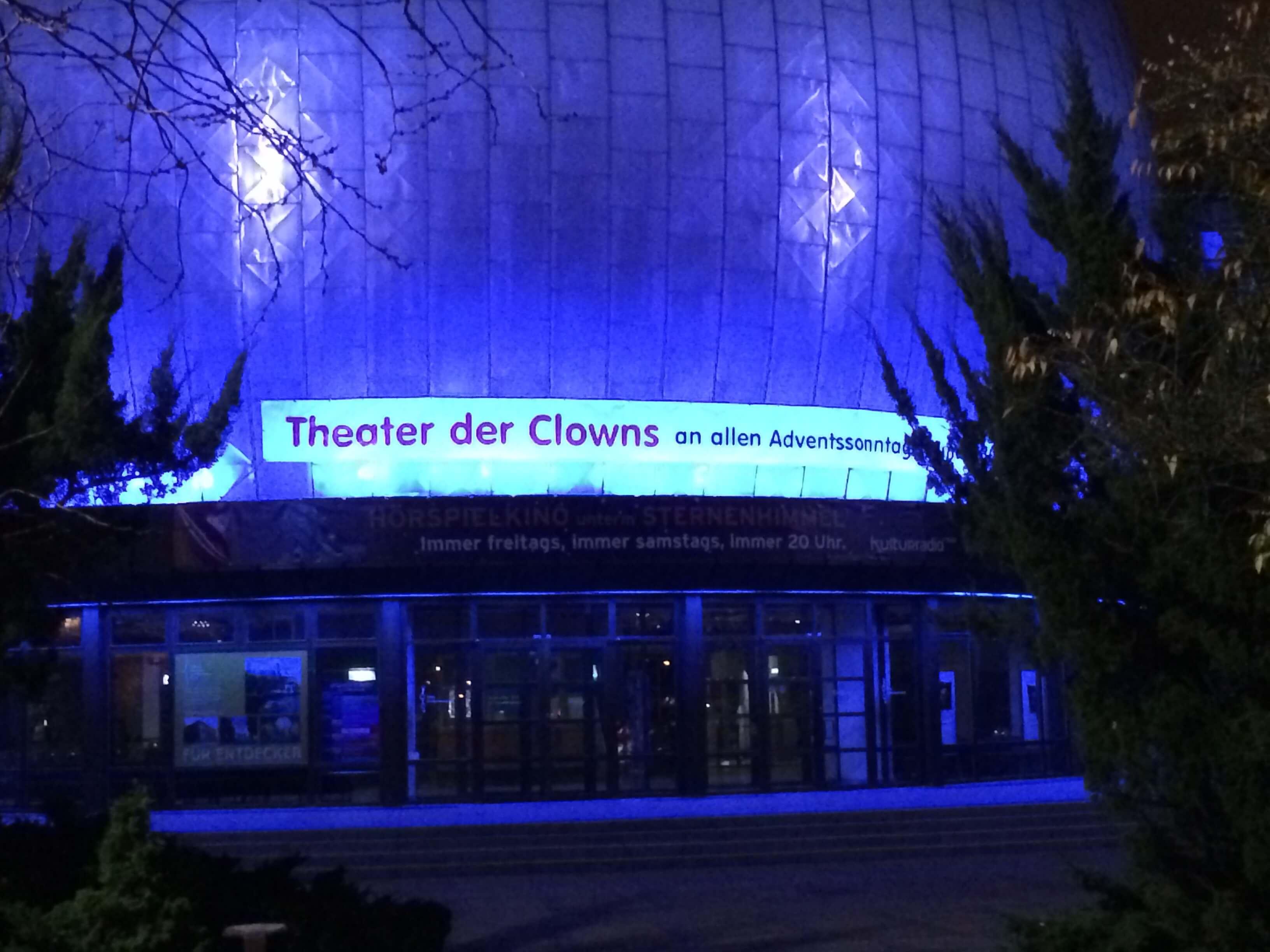 werbung von_clown_balzer_am_zeiss_grossplanetarium_berlin_prenzlauer_berg