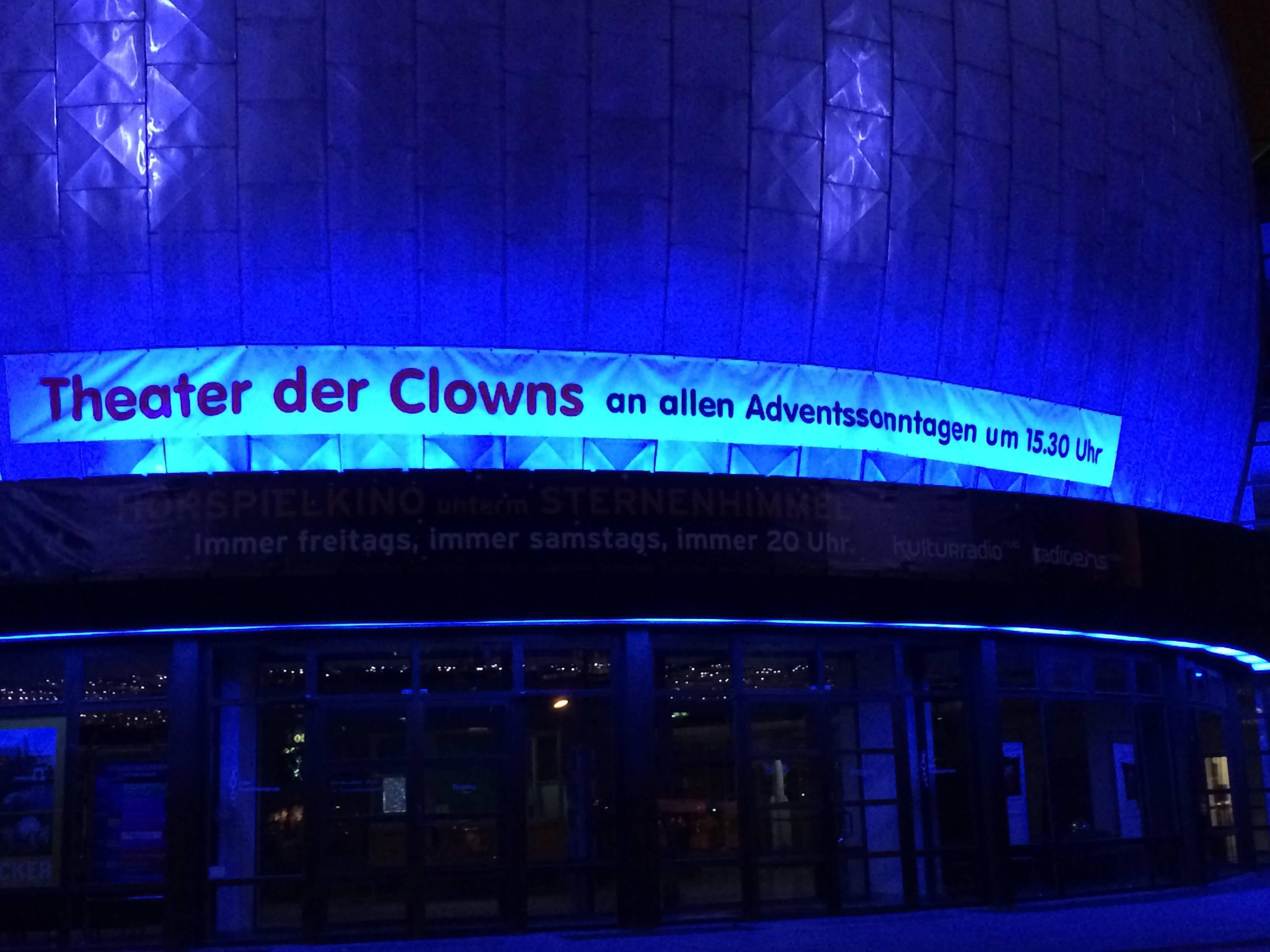 werbung von_clown_balzer_am_zeiss_grossplanetarium_berlin_prenzlauer_berg_zu_weihnachten